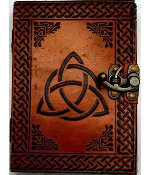 Triquetra Leather with Latch